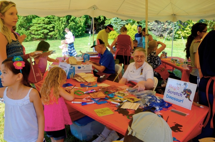 volunteers at the craft activity during Dinosaur Park Day